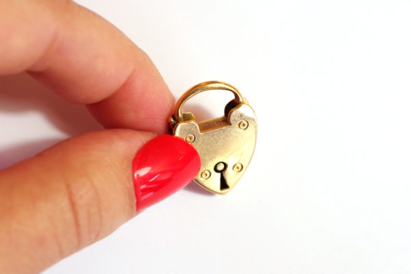 clasp heart padlock in gold